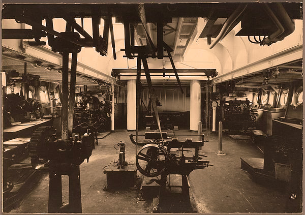 Werkplaats machinekamer hr. ms. Pelikaan 1922