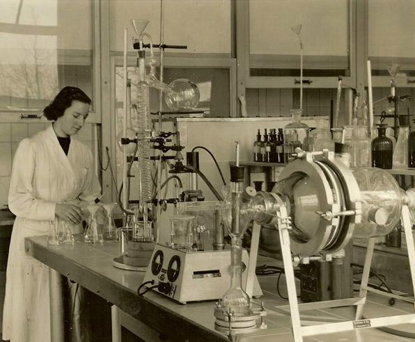 Mientje Willems - Laboratorium Smit Transformatoren (1952)